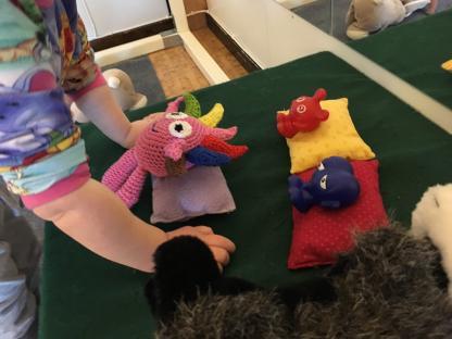 Babblarna är med i mycket av vad de yngre gör på dagarna. Med hjälp av Babblarna utvecklar barnen både sin lek och sitt språk.